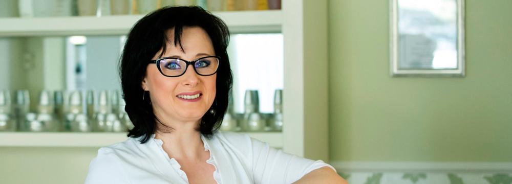 Kosmetikerin Izabella Rodewald